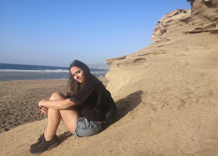 Katarzyna Trebacz hiking near the ocean